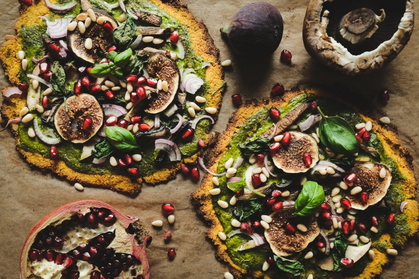 Vegan butternut pizza with spinach cream and portabello mushroom/Pizza på butternutpumpa och spenatkräm