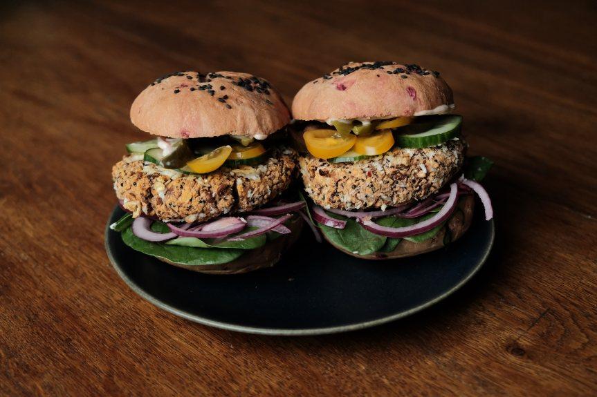 Vegan quinoa pinto beanburger